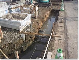 塀工事湧水0925.JPG