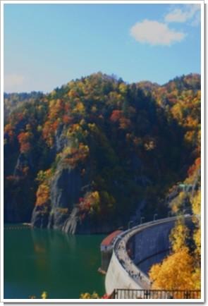 161 湖と紅葉.jpg